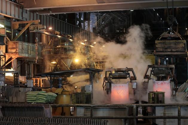 Área de fundición de la mina de El Teniente, de la estatal Corporación Nacional del Cobre (Codelco), ubicada a 1.880 metros de altura, en las cercanías de Rancagua, al sur de Santiago de Chile. El modelo de explotación de recursos naturales con intensivo uso de hidrocarburos está en crisis en el país. Crédito: Marianela Jarroud/IPS