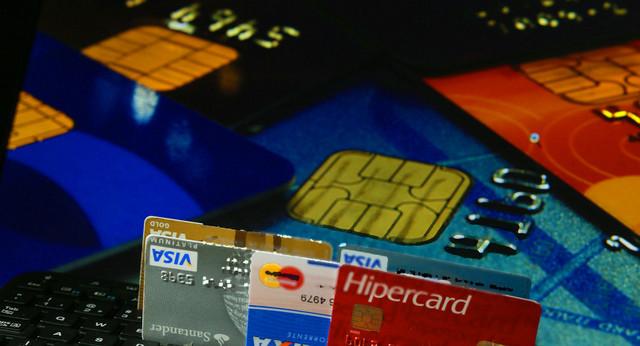 En Brasil, las tasas de interés para las tarjetas de crédito se situaban en mayo en 450 por ciento anual, un nivel de usura que alimenta que la cifra de insolventes alcanzase ese mes a casi 60 millones de personas en el país. Crédito: Fernanda Carvalho/Fotos Públicas