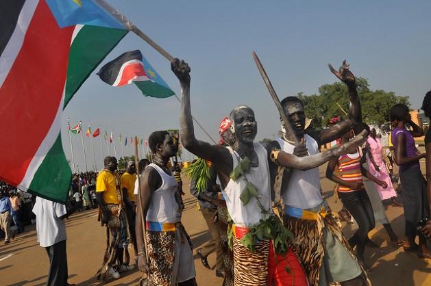 Bailarines tradicionales en los festejos por  el primer aniversario de la independencia de Sudán del Sur el 9 de julio de 2012, en Juba. Crédito: Charlton Doki / IPS