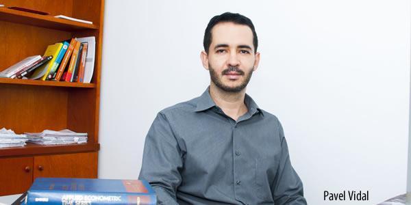 El economista y profesor universitario Pável Vidal.  Crédito: Pontificia Universidad Javeriana de Cali