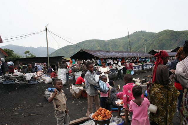 Un mercado de Kivu, en República Democrática del Congo. Una zona de libre comercio continental podría transformar el destino de la economía africana. Crédito: Busani Bafana/IPS.
