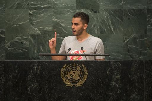 El refugiado sirio Mohammed Badran se dirige a los representantes de los países miembros de la ONU en la apertura de la reunión de alto nivel sobre los grandes desplazamientos de refugiados y migrantes. Crédito: Cia Pak/UN Photo.