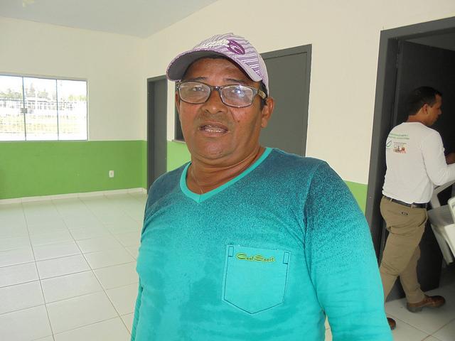 El pescador Raimundo Neves lamenta la drástica caída de la pesca en el río Madeira tras la construcción de centrales hidroeléctricas que cercan su pueblo, Jaci Paraná, en el estado noroccidental de Rondonia, en Brasil. Crédito: Mario Osava/IPS