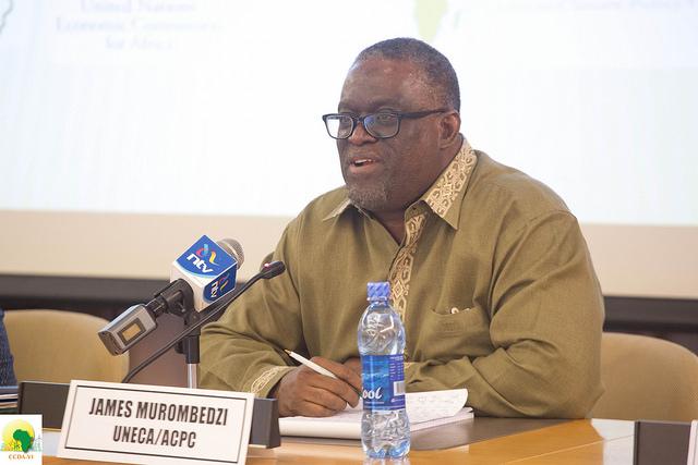 James Murombedzi, del Centro de Políticas Climáticas de África, en la VI Conferencia sobre Cambio Climático y Desarrollo en África, realizada del 18 al 20 de octubre de 2016, en Adís Abeba, Etiopía. Crédito: Friday Phiri/IPS.