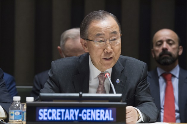 El secretario general de la ONU, Ban Ki-moon, se dirige a la Asamblea General para informar sobre el nuevo enfoque de la ONU para hacer frente al cólera en Haití. Crédito: Eskinder Debebe/UN Photo.