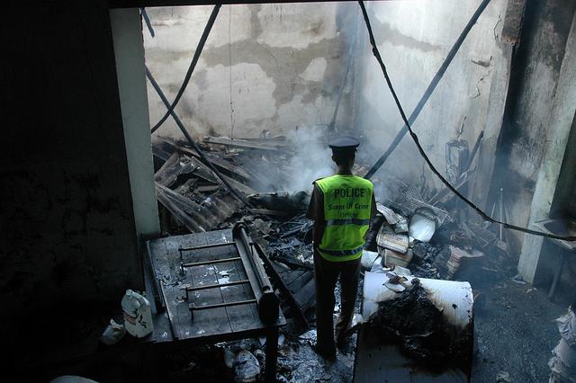 Los medios de Sri Lanka sufrieron varios atentados, como el incendio de la sede del diario Sunday Leader en noviembre de 2007, pero la situación mejoró desde que asumió el actual gobierno en enero de 2015. Crédito: Amantha Perera / IPS