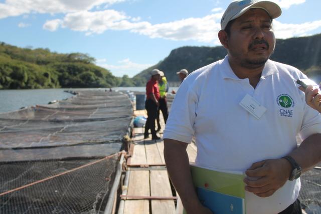 Abel Lara, pequeño agricultor salvadoreño, destacó la experiencia de los centros financieros impulsados por la FAO en Honduras, dejan la lección de que poner la mirada en soluciones locales y cercanas a los productores son claves para sostener la agricultura familiar. Crédito: Thelma Mejía/IPS