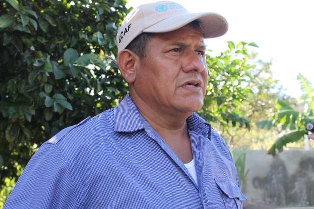 César Núñez es el alcalde del municipio de San Antonio de Flores, a cuya jurisdicción pertenece la aldea de Paso Real, y asegura que la mancomunidad de MANORCHO quiere replicar esta experiencia en el resto de los otros municipios que la conforman porque la gente ha empezado a creer en el centro financiero de desarrollo que impulsa la FAO, gobiernos locales y organizaciones de desarrollo que trabajan en la zona. Crédito: Thelma Mejía/IPS