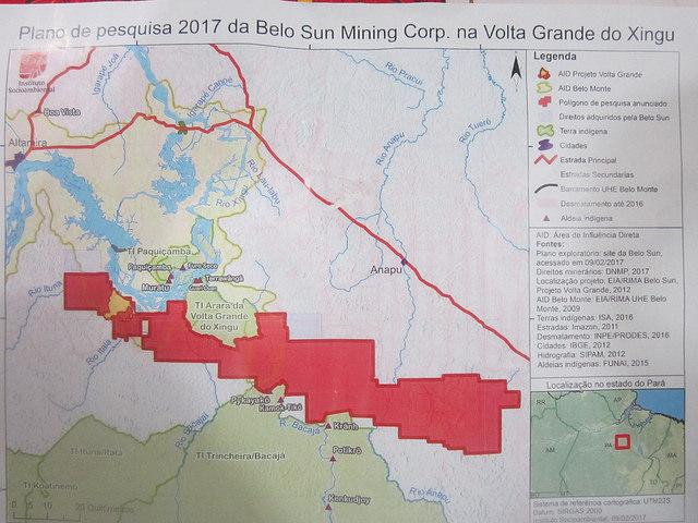 Mapa de Belo Sun, que muestra el área de explotación de oro, donde la empresa canadiense pretende extraer 60 toneladas. En azul, el río Xingu y su Vota Grande, la gran curva del curso del río, sobre el que se ha construido la central hidroeléctrica de Belo Monte, en plena Amazonia brasileña. Rédito: Mario Osava/IPS