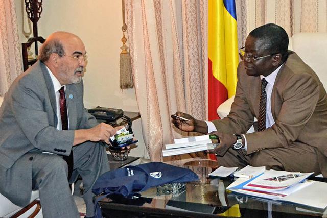 El director general de la FAO, José Graziano da Silva reunido con el primer ministro de Chad, Albert Pahimi Padake. Crédito: FAO