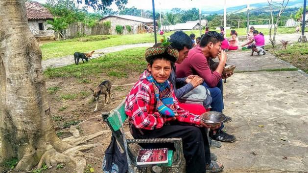 El quechua Jhanmarco Flores Huamaní, de 13 años, criador de lagunas en la andina región peruana de Ayacucho, quien llegó por primera vez a la Amazonia de su país, para participar en la reunión de jóvenes del VIII Foro Social Panamazónico. Crédito: Milagros Salazar/IPS