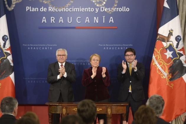 """La presidenta de Chile, Michelle Bachelet, el 23 de junio, durante el solemne acto en que pidió perdón a los mapuches en nombre del Estado por los """"errores y horrores"""" contra su pueblo, y durante el que también lanzó el plan para la región de la Araucanía. Crédito: Presidencia de Chile"""