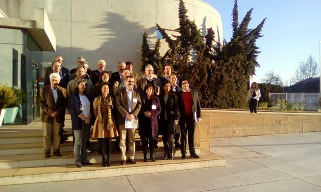 Parte de los expertos de la academia, organismos internacionales y exautoridades gubernamentales en el área social que participaron en el Taller de Lanzamiento de la Alianza para la eliminación de la pobreza rural en América Latina realizado en la sede regional de la FAO en Santiago de Chile. Crédito: Orlando Milesi/IPS