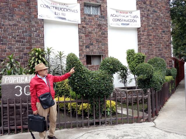 Javier Méndez encabeza la lucha en su barrio en el sur de Ciudad de México contra la construcción de nuevas torres residenciales, por su impacto sobre el consumo de agua, la generación de basura y el tráfico automotriz, además de las violaciones al ordenamiento urbanístico detrás del proyecto inmobiliario. Crédito: Emilio Godoy/IPS
