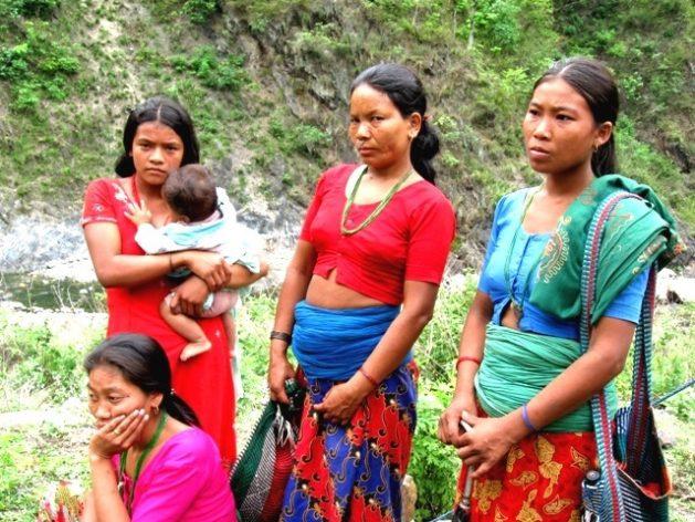 Mujeres de una tribu indígena de Nepal. Una década después de adoptada la histórica Declaración sobre los Derechos de los Pueblos Indígenas todavía queda mucho por hacer. Crédito: Mallika Aryal/IPS.