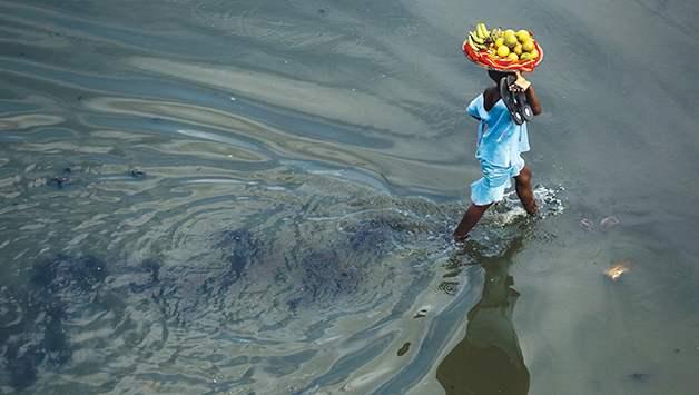 Especialistas estiman que unas 200 millones de personas serán desplazados climáticos en 2050, aunque podrían ser muchos más. Crédito: Olivier Asselin/UNICEF 2010