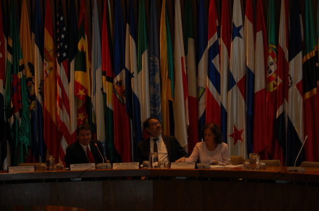 El ministro de Medio Ambiente de Chile, Marcelo Mena, durante su exposición ante los periodistas. Crédito: IPS
