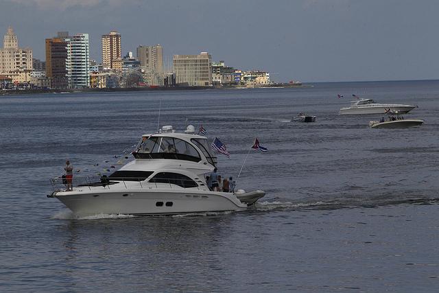 Embarcaciones procedentes de la ciudad estadounidense de Tampa, en la bahía de La Habana, durante la celebración de un evento deportivo organizado por el Club Náutico Internacional Hemingway de Cuba, en la Marina Hemingway. Crédito: Jorge Luis Baños/IPS