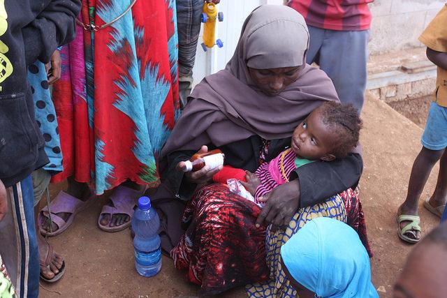 Desplazados oromos se refugian en un parque industrial a las afueras de la ciudad de Harar, en el este de Etipoía. Crédito: James Jeffrey/IPS.