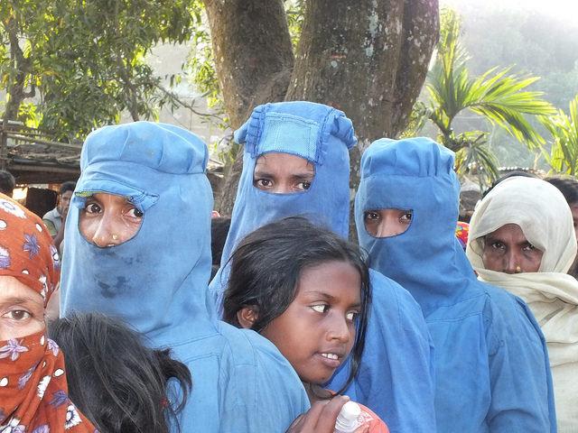 Mujeres rohinyás en el campamento de Kutupalong. Actualmente, hay más de un millón de refugiados en Bangladesh. Crédito: Naimul Haq/IPS