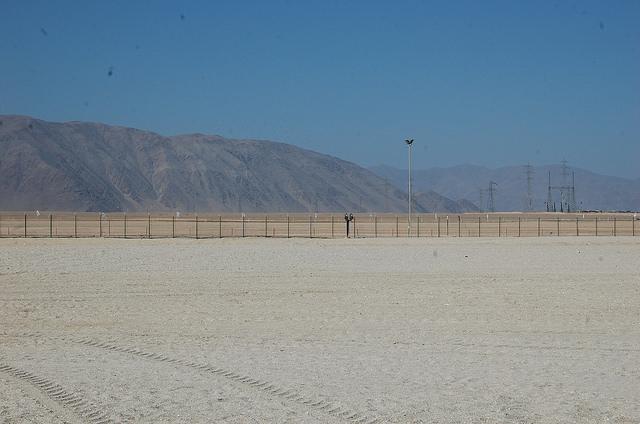 En el desierto de Atacama, en el norte de Chile, se concentra la mayor radiación del planeta, una de las ventajas del país para el desarrollo de la energía solar. Crédito: Marianela Jarroud/IPS
