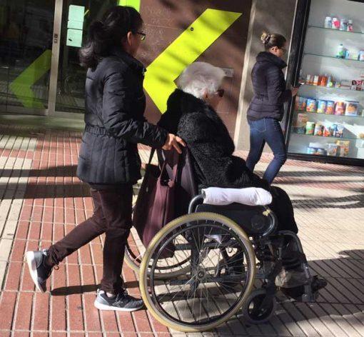 Escena común en una calle importante entre Plaza del Ecuador y Plaza de la República Domenicana, en el barrio de Hispanoamérica, en Madrid. España. Crédito: Baher Kamal/IPS.