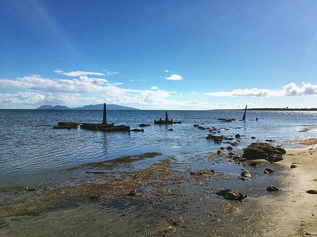 Un cementerio sumergido en la aldea de Togoru, en Fiyi. Los estados insulares del Pacífico sur están entre los más vulnerables al cambio climático. Crédito: Pascal Laureyn/IPS