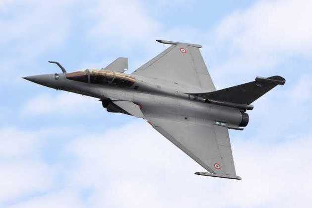 Pakistán ha recurrido a Gran Bretaña, Francia e Italia para conseguir cierto tipo de armamento, y por ello tiene muchos buques y aviones de combate de origen francés como este 'Rafale B'. Crédito: Cortesía.