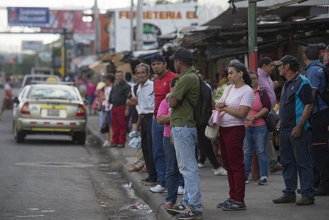 La Organización Internacional para las Migraciones (OIM) establece que unos 800.000 ciudadanos de Nicaragua viven en el exterior y 40.000 migran cada año. La principal razón de la emigración nicaragüense, es la pobreza, que según las últimas cifras del Banco Mundial afecta a 29,6 por ciento de la población. Crédito: José Adán Silva/IPS