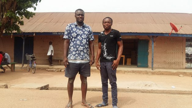 Nazir Mohammed (izquierda) y Usman regresaron a Ghana desde Libia en 2011, entre unos 19,000 ghaneses que huyeron del conflicto de regreso a su país. Crédito: Kwaku Botwe/IPS.