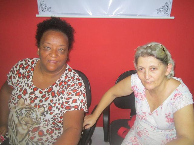 Elizete Napoleão (Izquierda) y Lurdinha Lopes, coordinadoras del Movimiento Nacional de Lucha por la Vivienda de Brasil, que lideran la Ocupación Manoel Congo, que brindó un hogar a 42 familias pobres en el pleno centro de Río de Janeiro. Crédito: Mario Osava/IPS