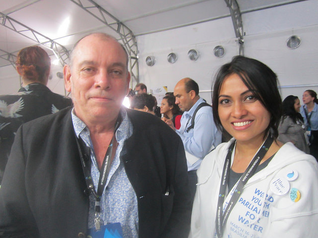 Mukta Akter, economista y secretaria ejecutiva de GWP en Bangladesh, junto a Pierre-Marie Grondin, del programa francés Solidarité Eau, que va a financiar proyectos hídricos y climáticos de jóvenes en todo el mundo. Crédito: Mario Osava/IPS
