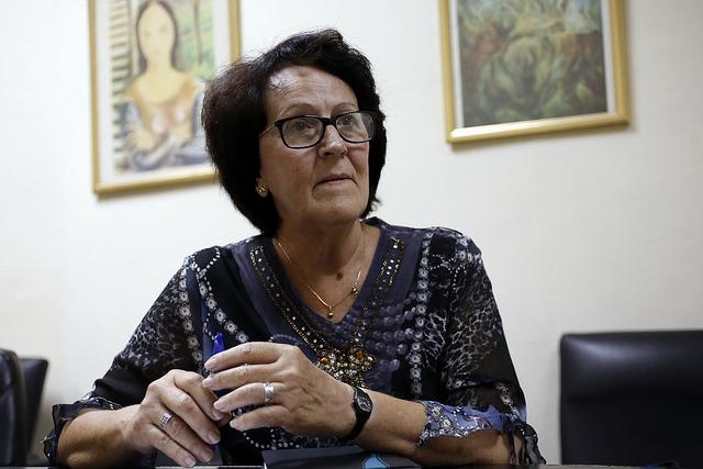 María Isela Lantero, jefa del departamento de Infecciones de Transmisión Sexual y VIH/sida en el Ministerio de Salud Pública de Cuba, durante una entrevista exclusiva concedida a IPS, en el Salón de protocolo del Centro de Prensa Internacional, en La Habana. Crédito: Jorge Luis Baños/IPS