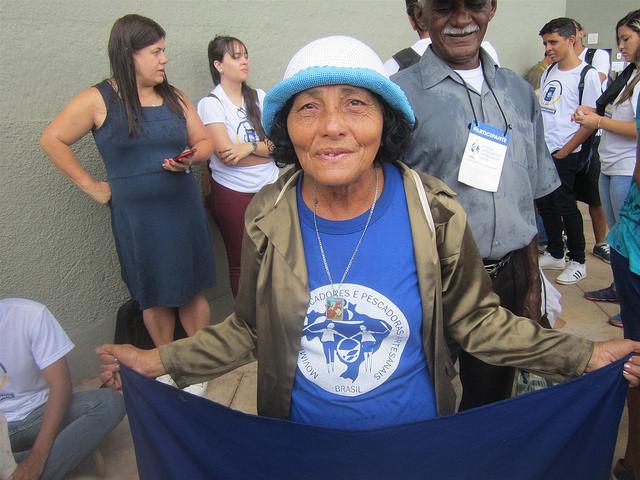 La pescadora brasileña Celeste de Souza viajó durante dos días para participar en el Foro Alternativo Mundial del Agua en Brasilia, para defender los derechos de los pescadores artesanales, afectados por decisiones del gobierno y las empresas que se adueñan de los territorios donde desarrollan su actividad. Crédito: Mario Osava/IPS