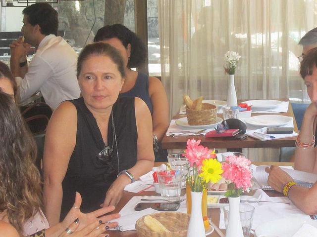 Marina Grossi, presidenta del Consejo Empresarial Brasileño para el Desarrollo Sustentable, brazo nacional del ente mundial, mientras conversa con corresponsales extranjeros en Río de Janeiro el 14 de marzo. Su institución nació en la Cumbre de la Tierra, celebrada en Río de Janeiro en 1992, con el fin de promover la sostenibilidad entre las empresas. Crédito: Mario Osava/IPS
