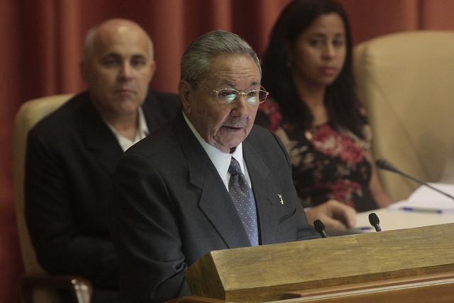 El presidente Raúl Castro en una de sus intervenciones ante la Asamblea Nacional del Poder Popular, el parlamento cubano. Castro, según lo pautado, dejará la jefatura del Estado el 19 de abril. Crédito: Jorge Luis Baños/IPS