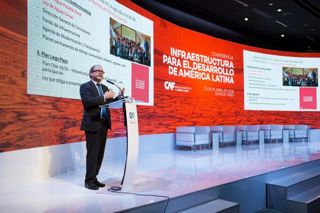 El exministro de Obras Públicas de Chile, Alberto Undurraga, explicó que las catástrofes naturales sucedidas en su país en los últimos años obligaron a colocar al cambio climático en su agenda de trabajo, cuando antes estaba sólo en la del ministerio de Ambiente. Crédito: CAF