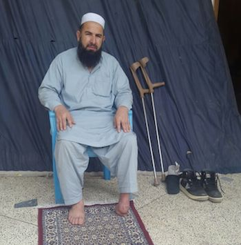 Mumtaz Khan perdió el pie al pisar una mina antipersonal. Crédito: Familia Jan.