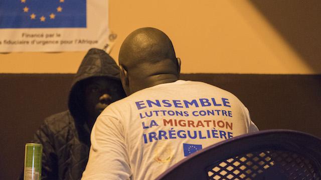 Emigrantes recién retornados a su país reciben asistencia al llegar a Senegal. Crédito: Lucas Chandellier/IOM.