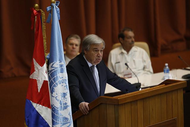 El secretario general de la Organización de las Naciones Unidas, António Guterres, durante su intervención en la sesión inaugural del 37 periodo de sesiones de la Cepal, el 8 de mayo, en el Palacio de Convenciones de La Habana, en Cuba. Crédito: Jorge Luis Baños/IPS