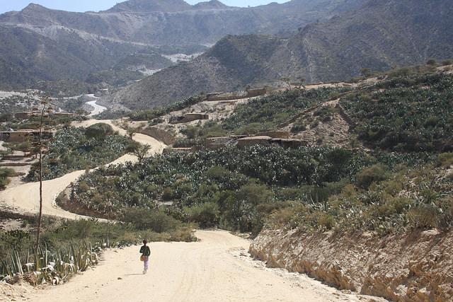 El escarpado paisaje de Tigray, la región más al norte de Etiopía, se adentra en Eritrea. Antes, la región más al norte de Etiopía era la propia Eritrea, hasta su independencia en 1991. Crédito: James Jeffrey/IPS
