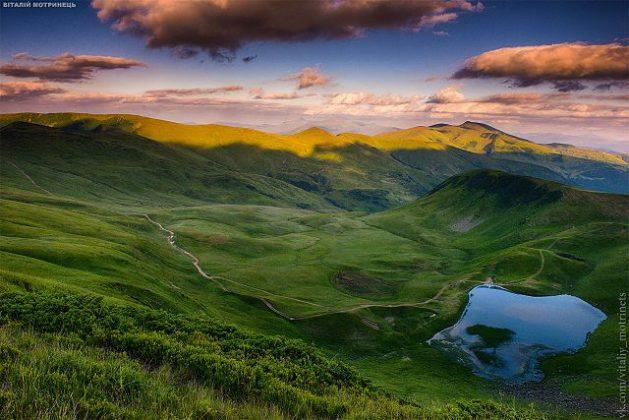 Un lago en Ucrania, que tiene una relativa escasez de suministro natural. Crédito: Vitaliy Motrinets/cc by 4.0