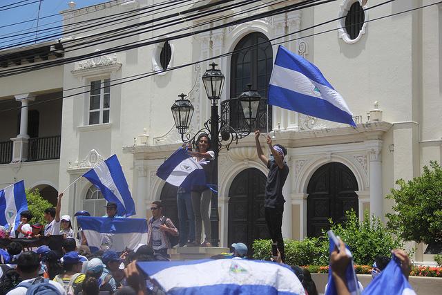 Las protestas en Nicaragua han sido sofocadas por agotamiento de los manifestantes y la férrea represión del gobierno de Daniel Ortega, con fuerzas policiales e irregulares, pero aún persisten grupos de estudiantes universitarios que mantienen movilizaciones. Crédito: Eddy López/IPS