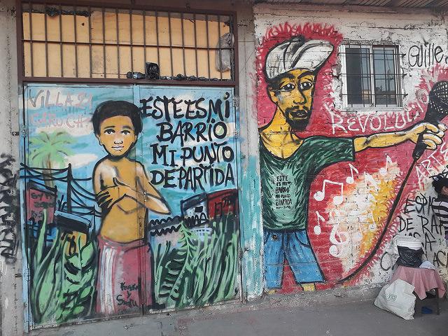Un mural en la Villa 21, al sur de Buenos Aires, donde se denuncia el hostigamiento de las fuerzas de seguridad a la población. Un grupo de trabajo especial de la ONU denunció que hay un patrón de discriminación hacia los vulnerables en las actuaciones policiales en Argentina. Crédito: Daniel Gutman/IPS
