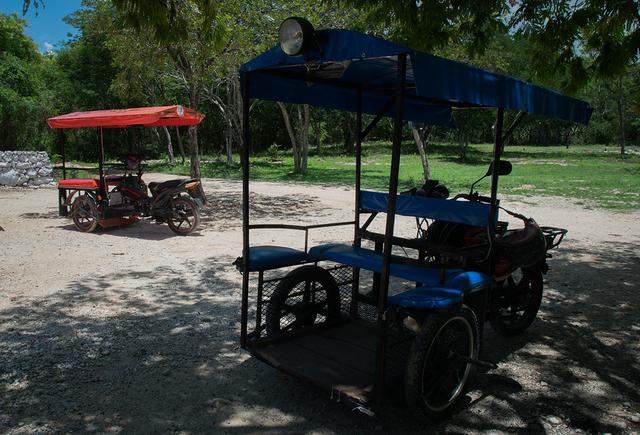 Los bicitaxis que dan trabajo a los jóvenes de Homún, en el pueblo de Yucatán, en el sureste de México. Crédito: Ximena Natera/Pie de Página