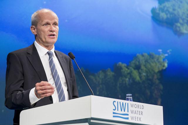Torgny Holmgren, director ejecutivo del Instituto Internacional para el Agua de Estocolmo (SIWI), dijo que como la escasez de agua se vuelve la nueva norma, debe combinarse el conocimiento tradicional con nuevas tecnologías para garantizar la sostenibilidad del recurso. Crédito: Cortesía de SIWI.
