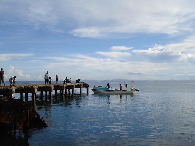La pesca de subsistencia cerca de la costa, que suele incluir pez de aleta, trochus, moluscos, almejas, cangrejos y pepinos de mar, representa alrededor de 70 por ciento de la captura en las islas del Pacífico y 22 por ciento del producto interno bruto. Crédito: Catherine Wilson/IPS