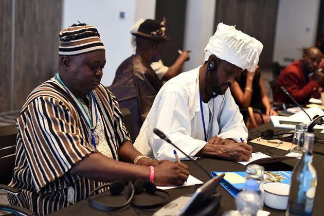 Líderes tradicionales de África, mujeres y hombres, comparten estrategias que han funcionado en sus comunidades para acabar con el matrimonio infantil. Crédito: Faith Bwibo/ONU Mujeres