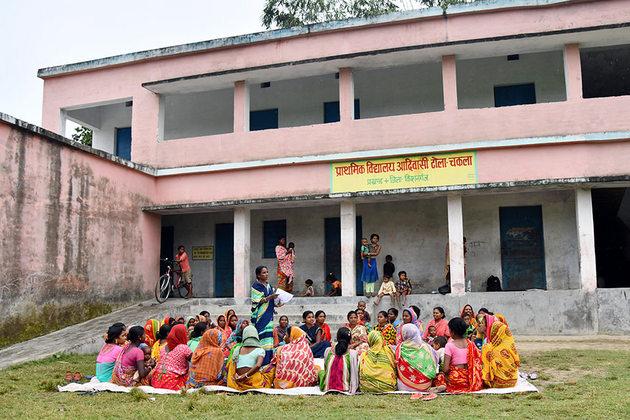 Talamai Soren, otra lideresa comunitaria que encabeza el boicot a las bodas de niñas y adolescentes en el distrito de Kishanganj, en el estado indio de Bihar. Crédito: Biju Boro/ONU Mujeres
