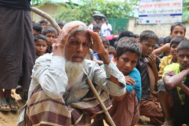 El gobierno de Bangladesh junto a organizaciones locales e internacionales y agencias de la ONU provén refugio, servicios médicos, educación y alimentos a casi un millón de refugiados rohinyás. Crédito: Mohammad Mojibur Rahman/IPS